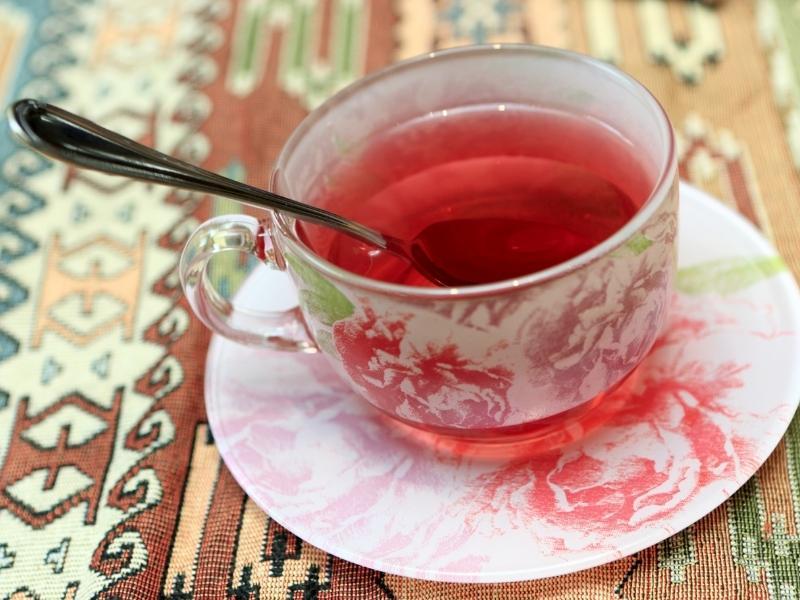 Trà Karkade được làm từ hoa dâm bụt là thức uống nổi tiếng của người Ai cập và các nước Trung Đông