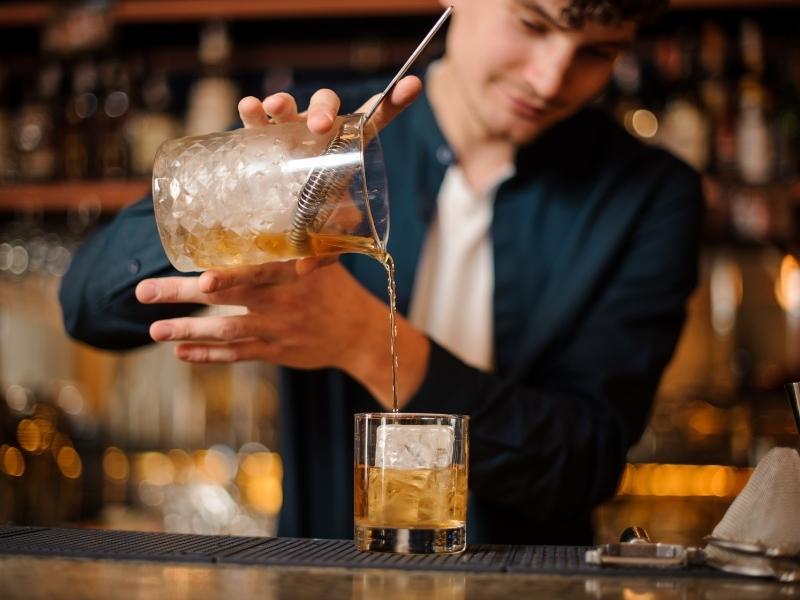 Để trở thành một Bartender xuất sắc bạn cần phải có nhiều kỹ năng cần thiết