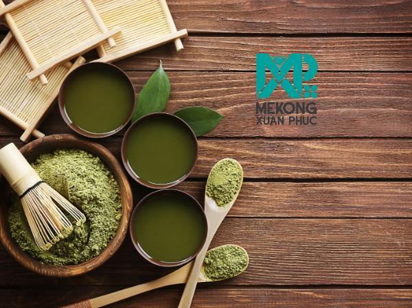 Bột trà Matcha dùng để làm nên trà sữa Matcha chính là tinh hoa, tinh túy nhất được đúc kết nhiều năm bằng sự tài hoa và lòng kiên nhẫn cực đại từ nghệ thuật trà đạo nổi tiếng Nhật Bản.
