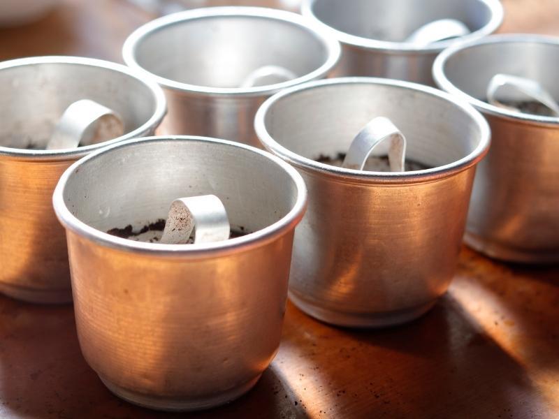 Chiếc phin cà phê gắn liền với văn hóa người Việt Nam.